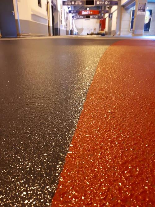 Farbig gestalteter Epoxidharz-Fußboden